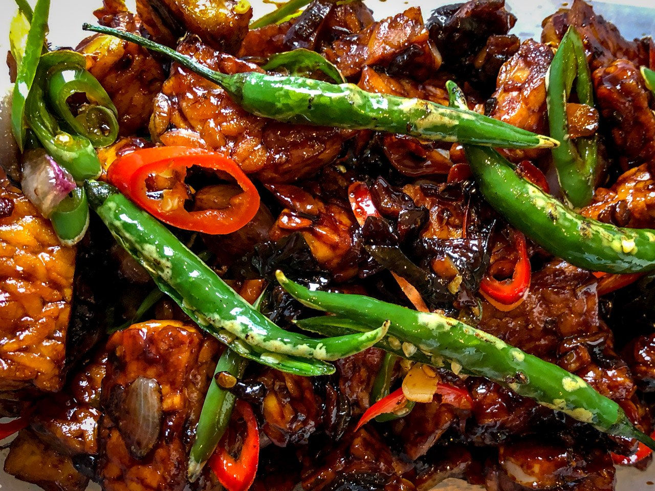 Tempeh fried with chillies